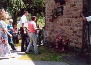 Polaganje venaca na spomen obelezju, na Vrelu