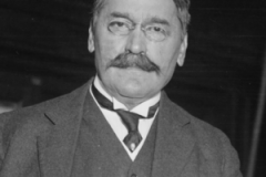 Mihajlo_Pupin_in_1916_cropped_from_a_larger_image